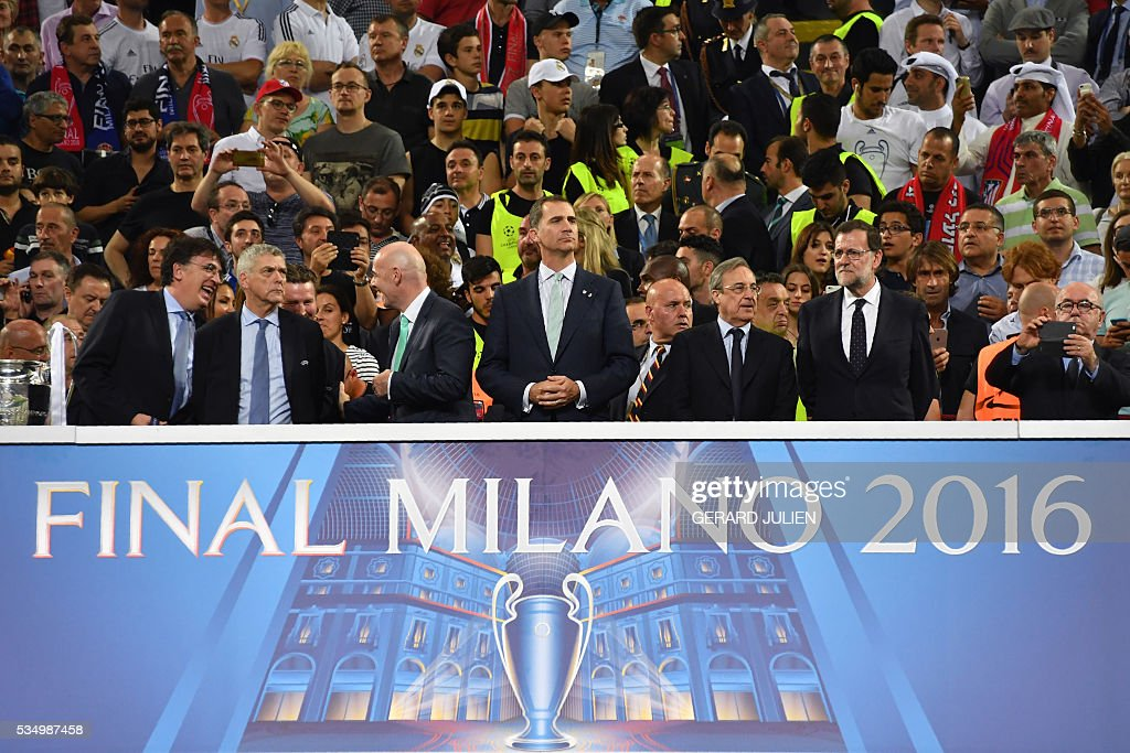 FIFA president Gianni Infantino, King Felipe of Spain, Real Madrid football club president Florentino Perez and Spanish Prime Minister Mariano Rajoy look on after Real Madrid won the UEFA Champions League final football match over Atletico Madrid at San Siro Stadium in Milan, on May 28, 2016. / AFP / GERARD