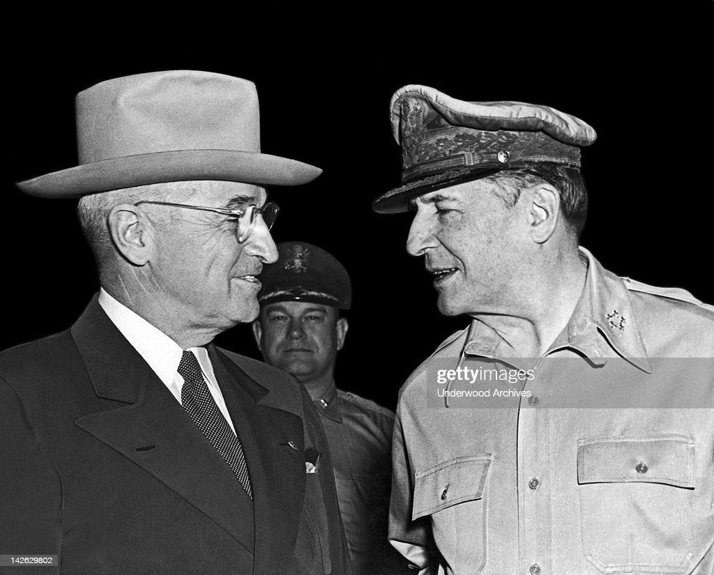 President <a gi-track='captionPersonalityLinkClicked' href=/galleries/search?phrase=Harry+Truman&family=editorial&specificpeople=91039 ng-click='$event.stopPropagation()'>Harry Truman</a> and General Douglas MacArthur meet at Wake Island, Wake Island, Pacific Ocean, October 15, 1950.