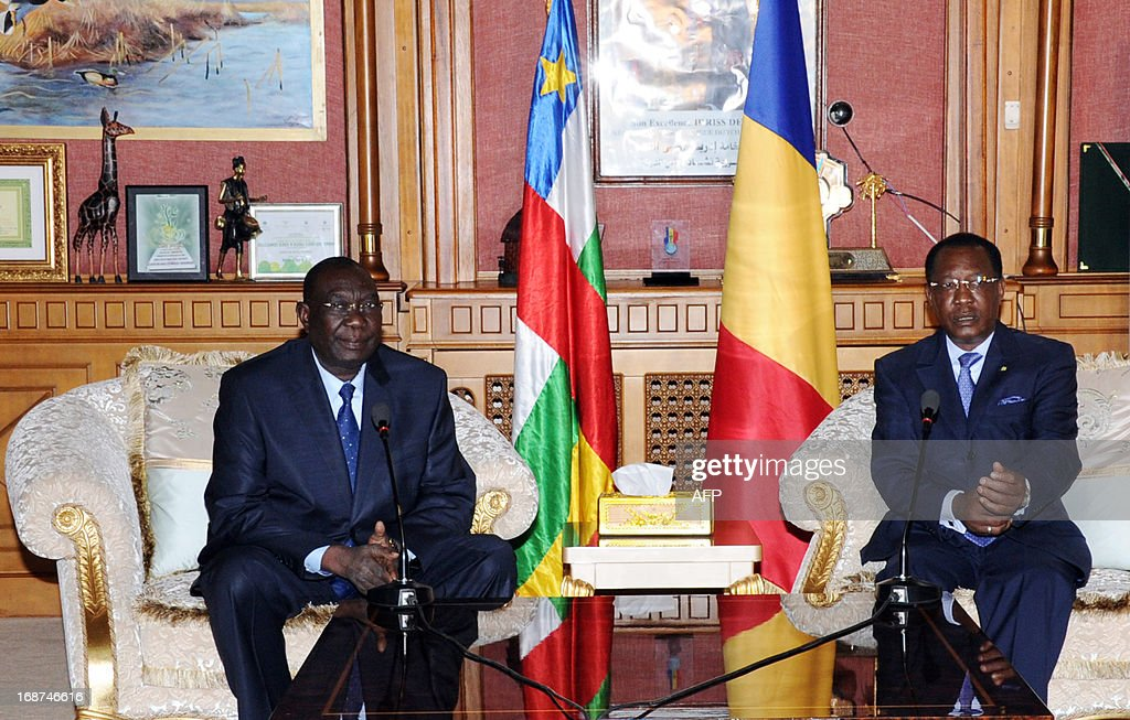 President Idriss Deby Itno of Chad (R) speaks next to Central African Republic's rebel strongman and self-proclaimed President Michel Djotodia (L) on May 14, 2013 at the presidential palace in Ndjamena Chad. Michel Djotedia is on day visit to Chad. AFP PHOTO / STR