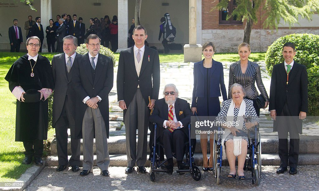 President Mariano Rajoy (3L) Queen Letizia of Spain (3R), King Felipe VI of Spain (4L) and writer Fernando del Paso (C) pose for photographers at the University of Alcala de Henares for the Cervantes Prize award ceremony on April 23, 2016 in Alcala de Henares, Spain.
