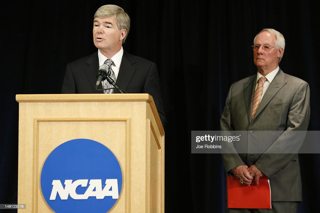 NCAA president Mark Emmert speaks as Ed Ray chairman of the NCAA's executive committee and Oregon State president looks on during a press conference...