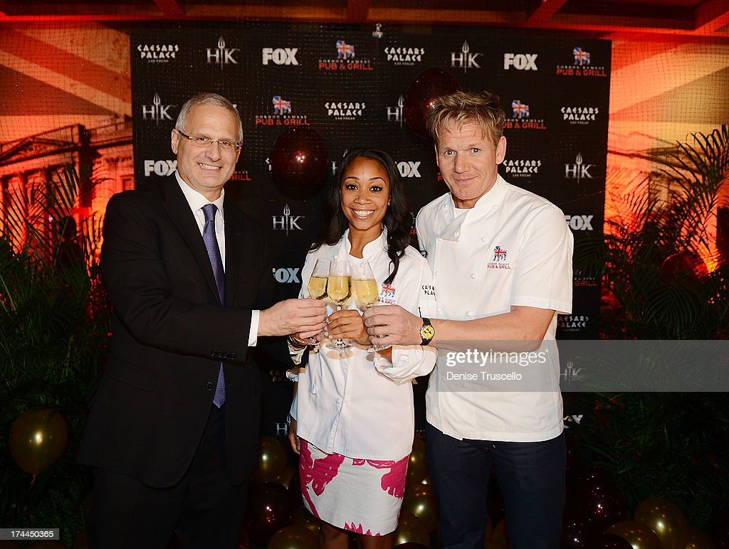 hell's kitchen season 11 finale and viewing party at gordon ramsay