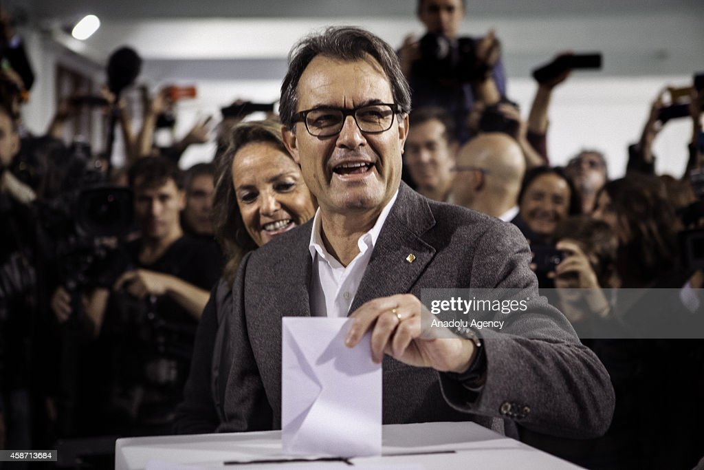 President of Catalonia Artur Mas casts his vote at a polling station on November 9 2014 in Barcelona Spain The proindependence regional government of...