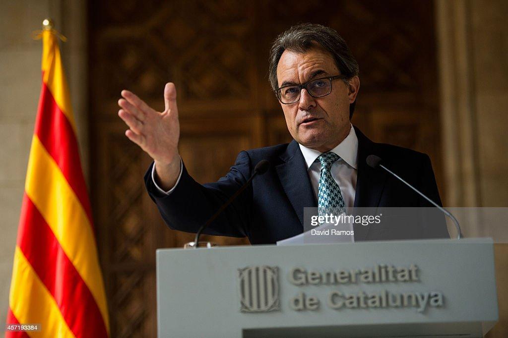 President of Catalonia Artur Mas faces the media during a press conference at Palau de La Generalitat on October 14 2014 in Barcelona Spain Artur Mas...