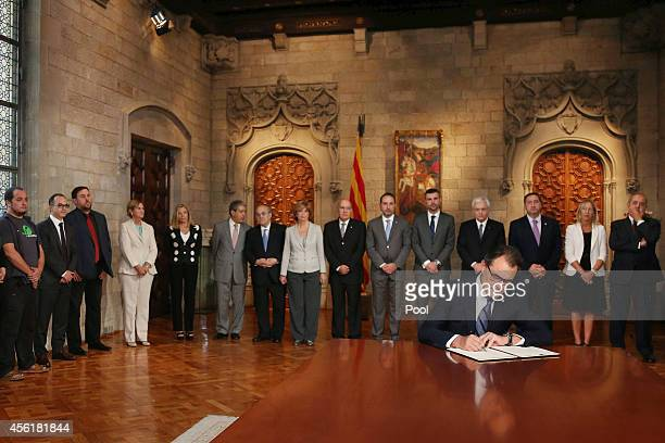 President of Catalonia Artur Mas signs the decree for independence referendum on September 27 2014 in Barcelona Spain President of Catalonia Artur...