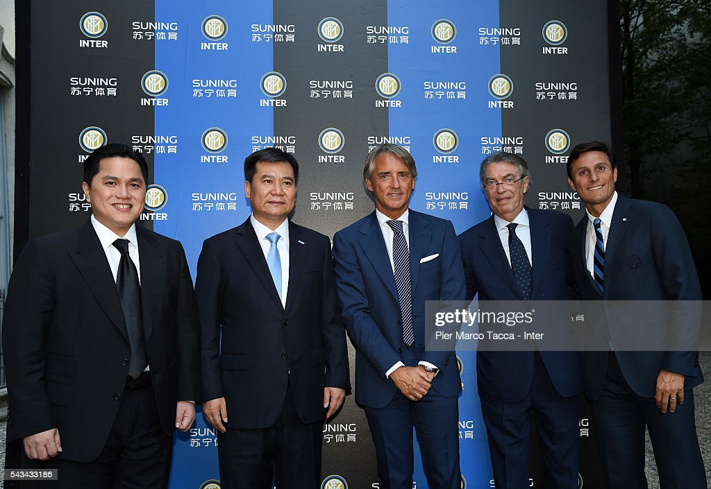 President of FC Internazionale <a gi-track='captionPersonalityLinkClicked' href=/galleries/search?phrase=Erick+Thohir&family=editorial&specificpeople=9531719 ng-click='$event.stopPropagation()'>Erick Thohir</a>, Chairman of Suning Holdings Group Zhang Jindong, Head Coach of FC Internazionale <a gi-track='captionPersonalityLinkClicked' href=/galleries/search?phrase=Roberto+Mancini&family=editorial&specificpeople=234429 ng-click='$event.stopPropagation()'>Roberto Mancini</a>, Former President of FC Internazionale <a gi-track='captionPersonalityLinkClicked' href=/galleries/search?phrase=Massimo+Moratti&family=editorial&specificpeople=2726881 ng-click='$event.stopPropagation()'>Massimo Moratti</a> and <a gi-track='captionPersonalityLinkClicked' href=/galleries/search?phrase=Javier+Zanetti&family=editorial&specificpeople=206966 ng-click='$event.stopPropagation()'>Javier Zanetti</a> attend a gala dinner after the FC Internazionale Shareholder's Meeting on June 28, 2016 in Milan, Italy.