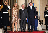 President of France Francois Hollande welcomes King WillemAlexander of the Netherlands and Queen Maxima of The Netherlands in front of the Elysee...