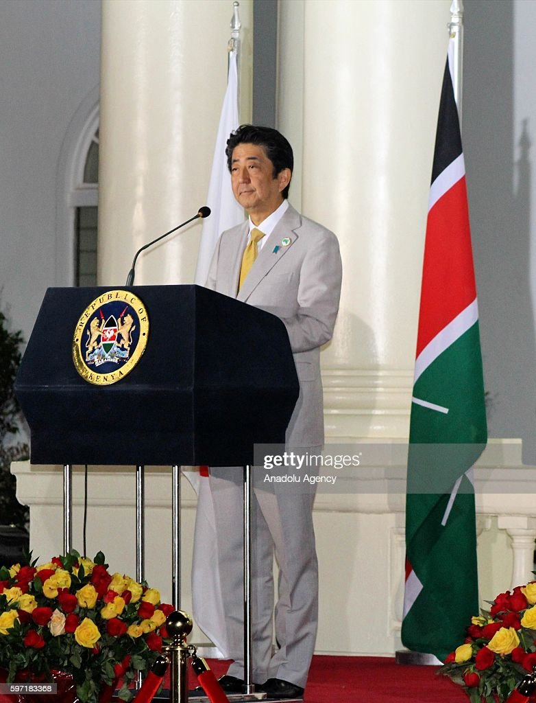 President of Kenya Uhuru Kenyatta and Japanese Prime Minister Shinzo Abe attend a press conference during the last day of the sixth Tokyo...