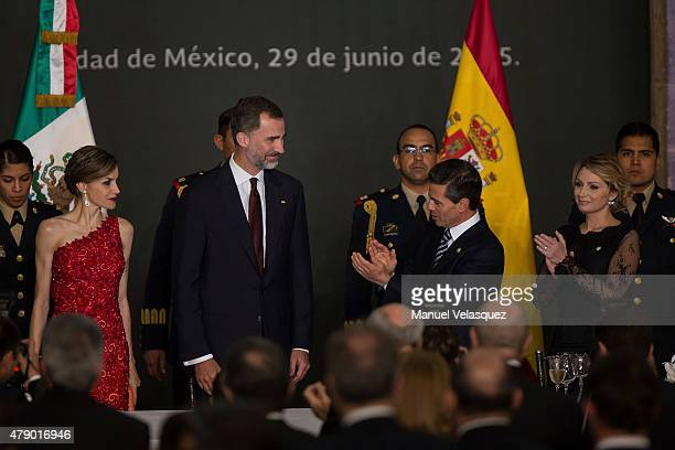 President of Mexico Enrique Peña Nieto and his wife First Lady of Mexico Angelica Rivera clap their hands during a state dinner given to King Felipe...