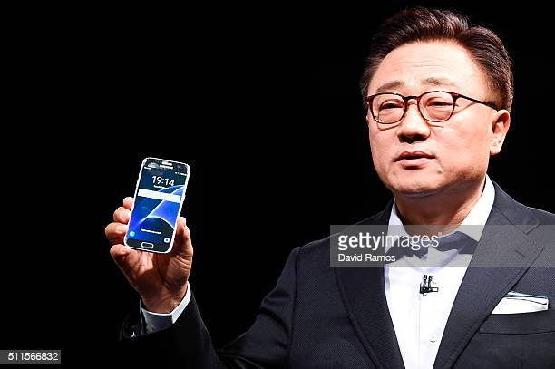 President of Mobile Communications Business of Samsung DJ Koh presents the new Samsung Galaxy S7 and Samsung Galaxy S7 edge on February 21 2016 in...