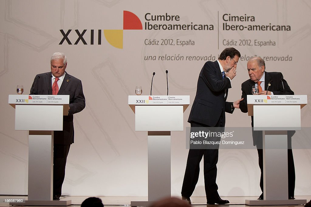 President of Panama <a gi-track='captionPersonalityLinkClicked' href=/galleries/search?phrase=Ricardo+Martinelli&family=editorial&specificpeople=3042222 ng-click='$event.stopPropagation()'>Ricardo Martinelli</a>, President of Spain Mariano Rajoy and Secretary-General of the Ibero-American Secretariat (SEGIB) <a gi-track='captionPersonalityLinkClicked' href=/galleries/search?phrase=Enrique+Iglesias+-+Singer&family=editorial&specificpeople=202672 ng-click='$event.stopPropagation()'>Enrique Iglesias</a> attend a press conference at the end of the XXII Ibero-American Summit at Congress Palace on November 17, 2012 in Cadiz, Spain. The 22nd Ibero-American Summit is Mariano Rajoy's first as President of Spain. The main issues of the meeting will be the economic crisis and how Latin American countries can contribute to the Eurozone recovery.