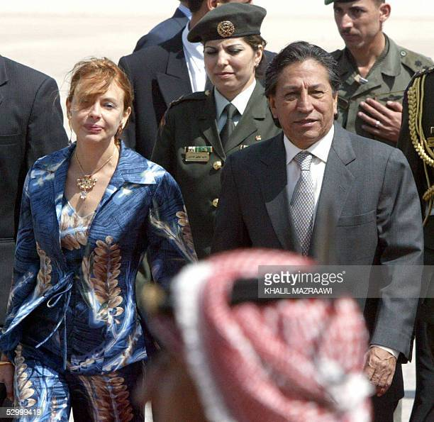 President of Peru Alejandro Toledo and his wife Elian review an honour guard upon their arrival in Amman 30 May 2005 Toledo is on a twoday official...