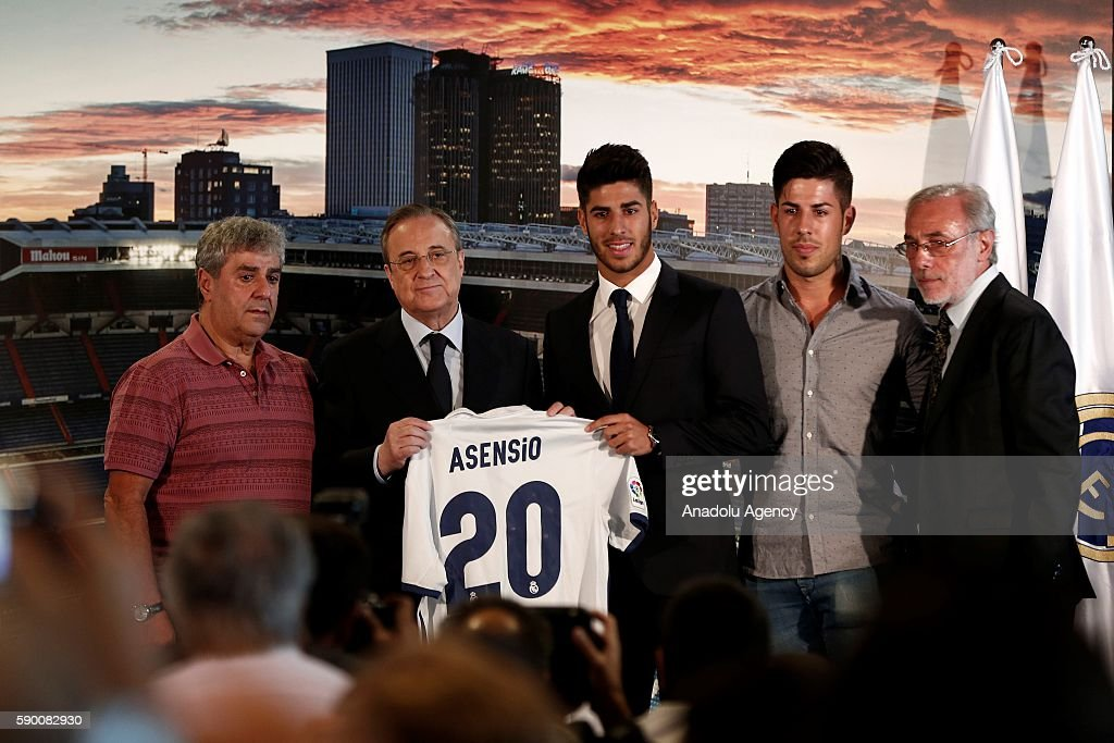 ¿Cuánto mide Marco Asensio? - Real height President-of-real-madrid-florentino-perez-and-marco-asensio-pose-picture-id590082930