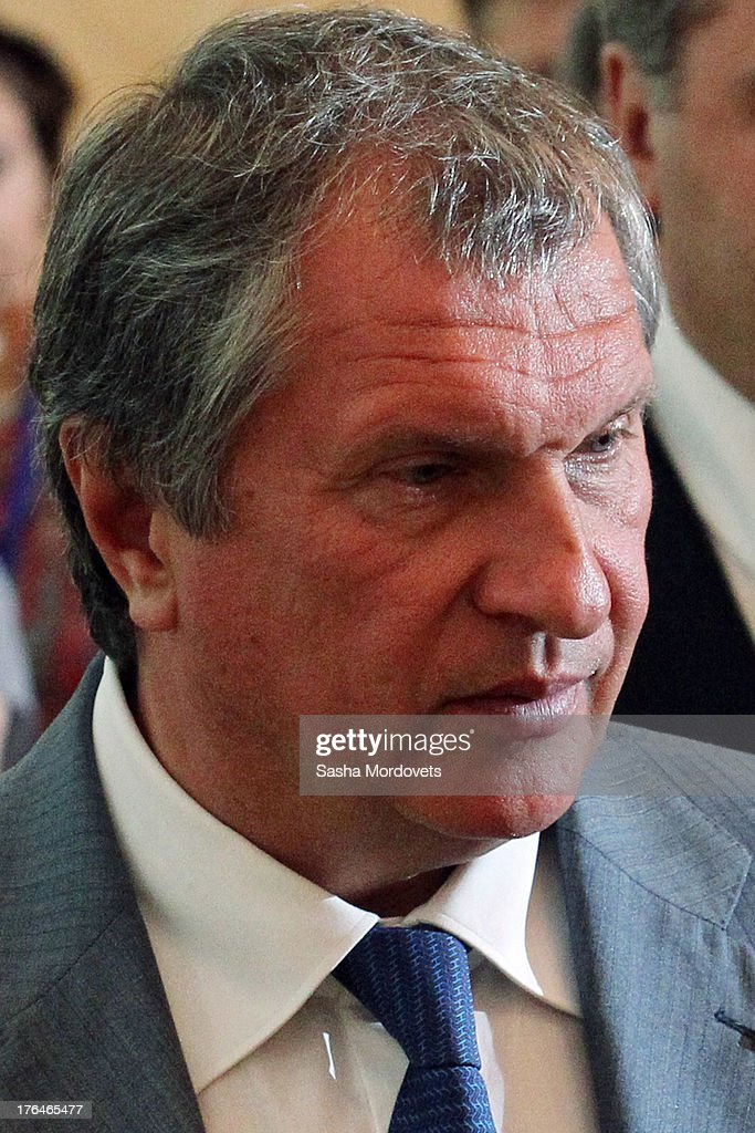 President of Russian oil company Rosneft <a gi-track='captionPersonalityLinkClicked' href=/galleries/search?phrase=Igor+Sechin&family=editorial&specificpeople=756791 ng-click='$event.stopPropagation()'>Igor Sechin</a> attends a meeting with Russian President Vladimir Putin and Azerbaijani President Ilham Aliyev August 13, 2013 in Baku, Azerbaijan. Putin is in Azerbaijan for a one-day state visit.