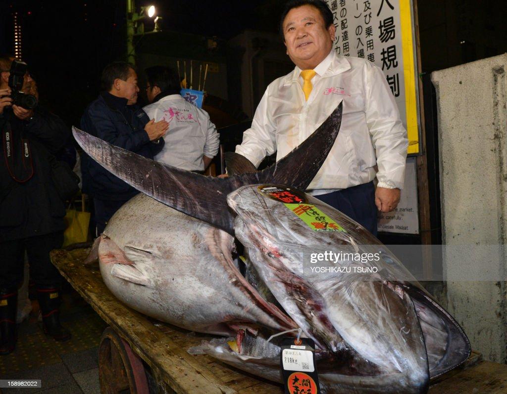 President of sushi restaurant chain Sushi-Zanmai, Kiyoshi Kimura, displays a 222kg bluefin tuna at his main restaurant near Tokyo's Tsukiji fish market on January 5, 2013. The bluefin tuna was traded at 155.4 million yen (1.77 million USD) at the wholesale market, smashing a previous record. AFP PHOTO / Yoshikazu TSUNO