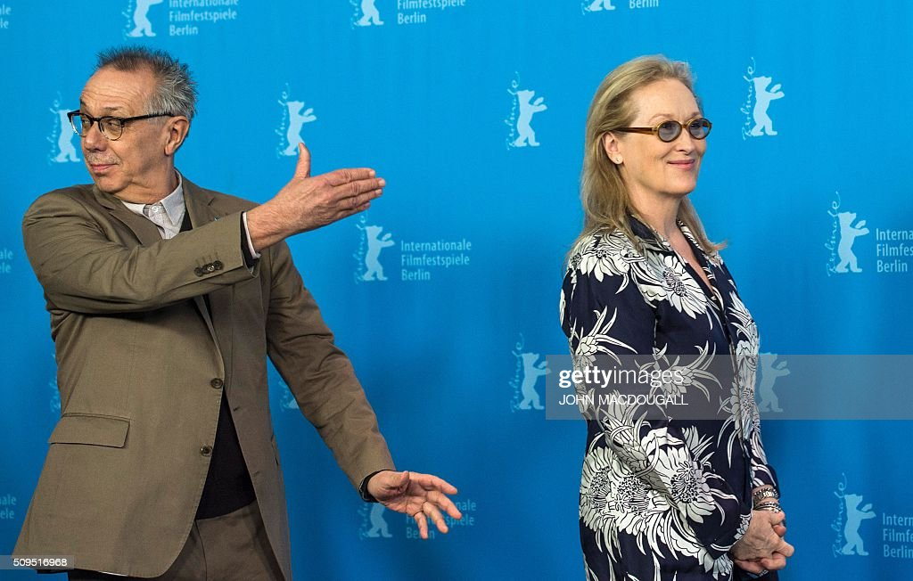President of the Berlinale Film Festival jury US actress Meryl Streep (R) and festival director Dieter Kosslick arrive for a photocall in Berlin on February 11, 2016. The 66th Berlin film festival starts February 11 with a spotlight on Europe's refugee crisis. / AFP / John MACDOUGALL