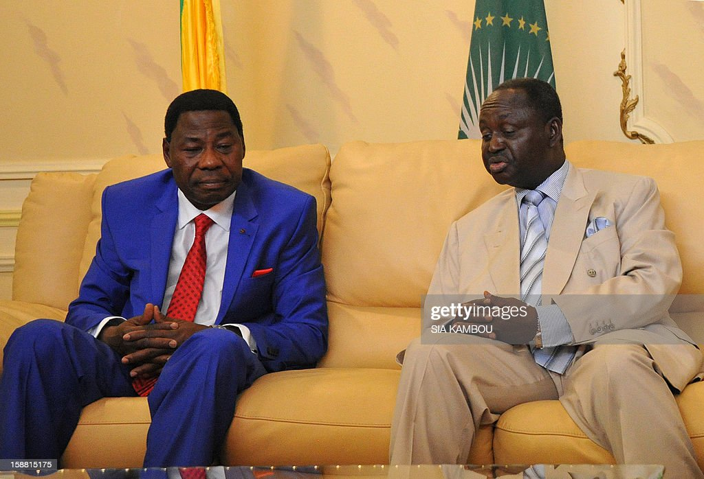 President of the Central African Republic Francois Bozize (R) talks with the current president of the African Union and President of Benin Yayi Boni at the airport in Bangui, on December 30, 2012. Rebels in the Central African Republic who have advanced towards the capital Bangui warned they could enter the city even as the head of the African Union prepared to launch peace negotiations. Central African President Francois Bozize also stated today he was open to a national unity government after talks with rebel leaders and that he would not run for president in 2016. AFP PHOTO/ SIA KAMBOU