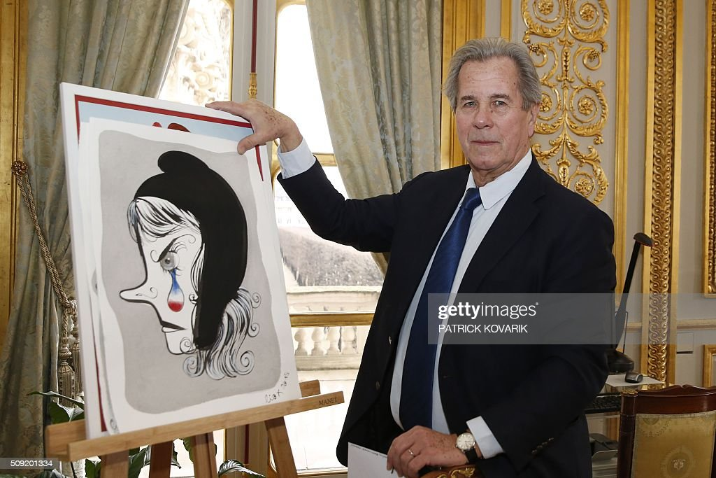 President of the Constitutional Council Jean-Louis Debré poses for a photograph with a sketch of Marianne, the national symbol of the French Republic, by LioX at the Constitutional Council located in the Palais Royal in central Paris, on February 9, 2016 a few weeks before his departure. / AFP / PATRICK KOVARIK / RESTRICTED TO EDITORIAL USE - MANDATORY MENTION OF THE ARTIST UPON PUBLICATION - TO ILLUSTRATE THE EVENT AS SPECIFIED IN THE CAPTION