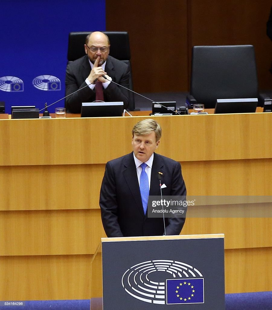 President of the European Parliament Martin Schulz (front) delivers a speech at European Parliament's general assembly hall after his meeting with Dutch King Willem-Alexander (rear) in Brussels, Belgium on May 25, 2016.