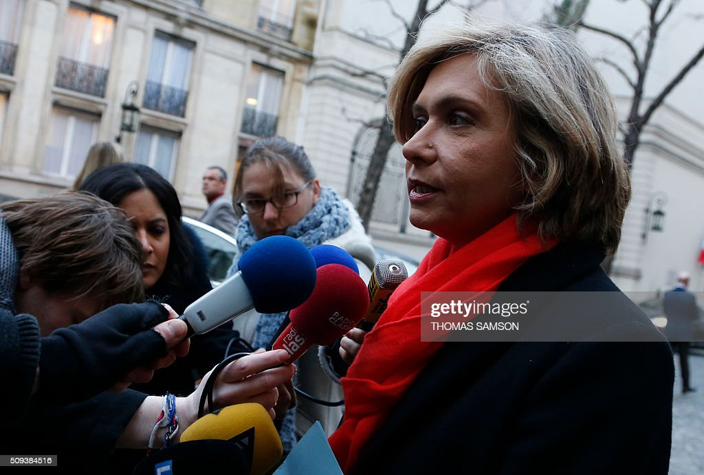 President of the regional council of the Ile-de-France region Valerie Pecresse talks to journalists before a special meeting of the Public Transport National Security Committee on the Ile-de -France region at the Hotel Beauvau in Paris, on February 10, 2016. AFP PHOTO / THOMAS SAMSON / AFP / THOMAS SAMSON