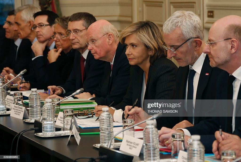 President of the regional council of the Ile-de-France region Valerie Pecresse ( 3rd R), General Director of Ile-de-France's General Council Services Patrick Stefanini (4th R), Head of French state owned railway company sncf Guillaume Pepy (2nd R) and SNCF general secretary Stephane Volant (1st R) attend a special meeting of the Public Transport National Security Committee on the Ile-de -France region at the Hotel Beauvau in Paris, on February 10, 2016. AFP PHOTO / THOMAS SAMSON / AFP / THOMAS SAMSON