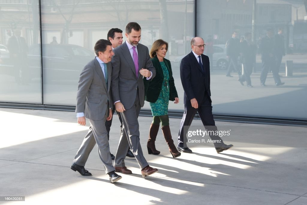 President of the Regional Government of Madrid Ignacio Gonzalez, Prince Felipe of Spain, Spain's Minister of Industry, Energy and Tourism <a gi-track='captionPersonalityLinkClicked' href=/galleries/search?phrase=Jose+Manuel+Soria&family=editorial&specificpeople=6405496 ng-click='$event.stopPropagation()'>Jose Manuel Soria</a>, Madrid Major <a gi-track='captionPersonalityLinkClicked' href=/galleries/search?phrase=Ana+Botella&family=editorial&specificpeople=235432 ng-click='$event.stopPropagation()'>Ana Botella</a> and Repsol President Antonio Brufau during their visit to the new Repsol Headquarters on January 31, 2013 in Madrid, Spain.