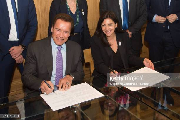 President of the Regions of Climate Action Arnold Schwarzenegger with the Mayor of Paris Anne Hidalgo as part of their meeting to sign a convention...