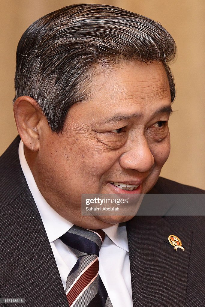 President of the Republic of Indonesia, Dr <a gi-track='captionPersonalityLinkClicked' href=/galleries/search?phrase=Susilo+Bambang+Yudhoyono&family=editorial&specificpeople=206513 ng-click='$event.stopPropagation()'>Susilo Bambang Yudhoyono</a> speaks during his lunch meeting with the President of Singapore, Dr Tony Tan on April 22, 2013 in Singapore. It is reported that President <a gi-track='captionPersonalityLinkClicked' href=/galleries/search?phrase=Susilo+Bambang+Yudhoyono&family=editorial&specificpeople=206513 ng-click='$event.stopPropagation()'>Susilo Bambang Yudhoyono</a> will hold a Leaders' Retreat with Singapore Prime Minister Lee Hsien Loong as part of the visit.