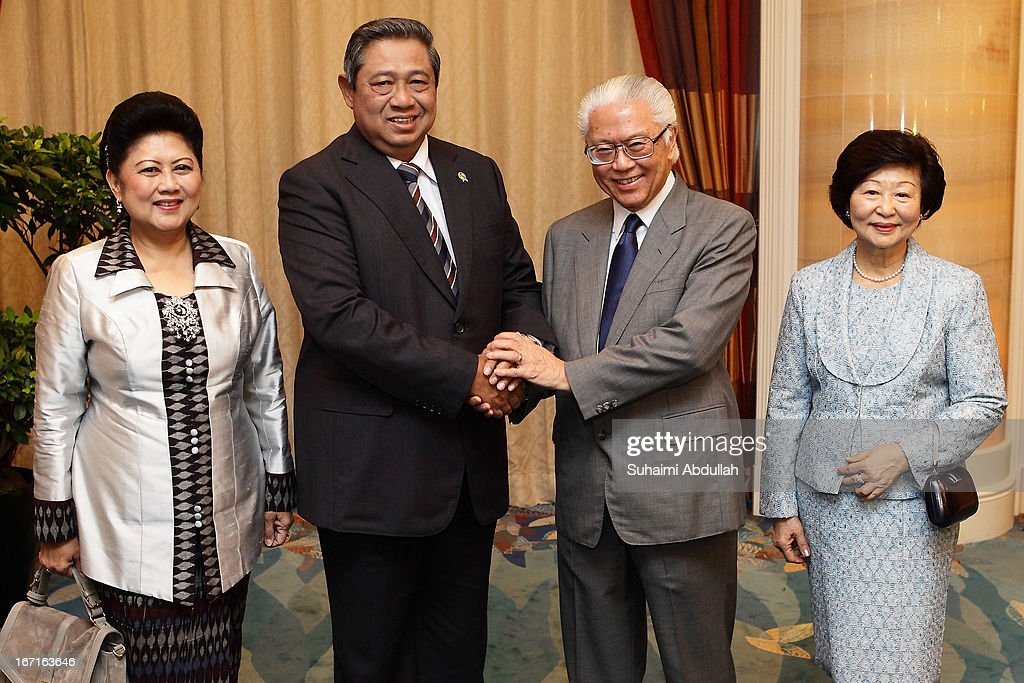 President of the Republic of Indonesia, Dr <a gi-track='captionPersonalityLinkClicked' href=/galleries/search?phrase=Susilo+Bambang+Yudhoyono&family=editorial&specificpeople=206513 ng-click='$event.stopPropagation()'>Susilo Bambang Yudhoyono</a> (2L) and wife, Kristiani Herawati (L) pose for a photo with the President of Singapore, Dr Tony Tan (2R) and wife, Mary Chee (R) on April 22, 2013 in Singapore. It is reported that President <a gi-track='captionPersonalityLinkClicked' href=/galleries/search?phrase=Susilo+Bambang+Yudhoyono&family=editorial&specificpeople=206513 ng-click='$event.stopPropagation()'>Susilo Bambang Yudhoyono</a> will hold a Leaders' Retreat with Singapore Prime Minister Lee Hsien Loong as part of the visit.