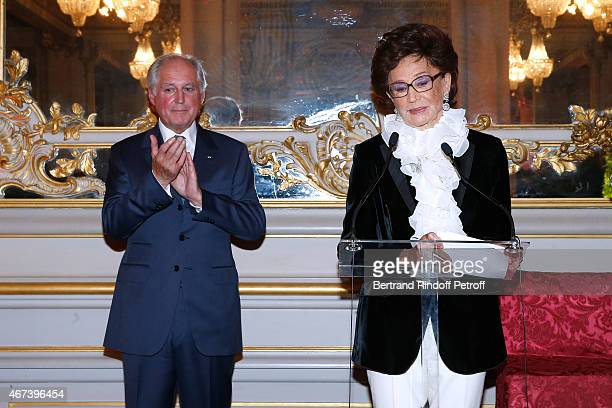 President of the 'Societe des Amis du Musee D'Orsay' JeanLouis Milin and Countess Jacqueline de Ribes present the 'Societe des Amis du Musee D'Orsay'...