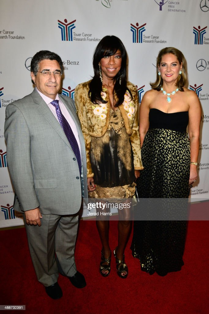 President of Tower Cancer Research Foundation Dr Solomon Hamburg Natalie Cole and executive director of Tower Cancer Rsearch Foundation Linda David...