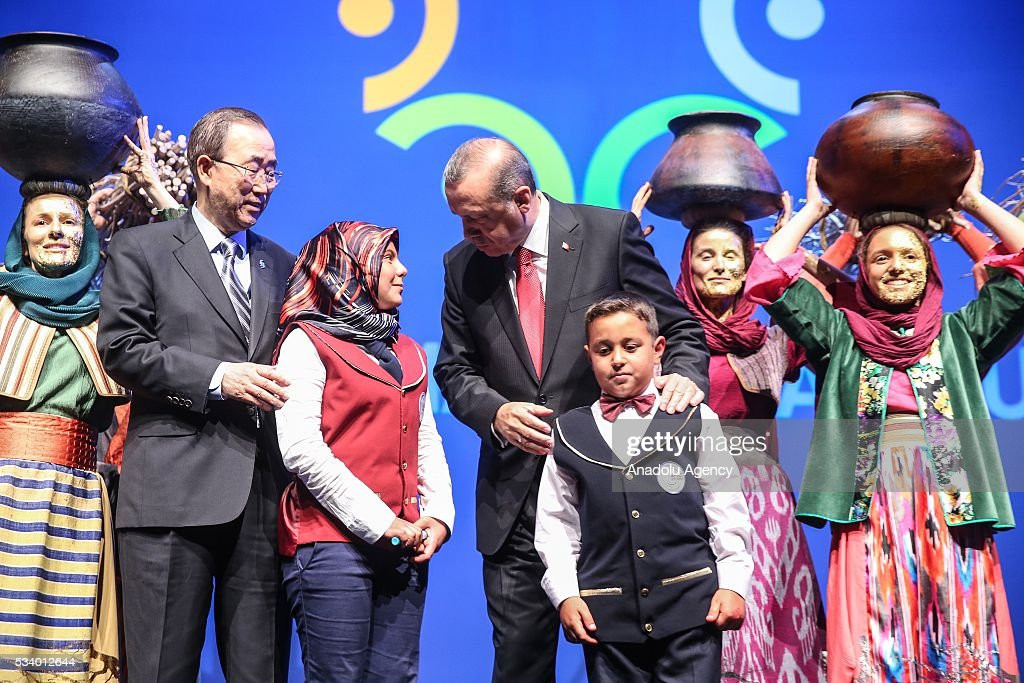 President of Turkey Recep Tayyip Erdogan (C) and Secretary-General of the United Nations Ban Ki-moon () pose with children during the closing ceremony of World Humanitarian Summit at Istanbul Congress Center, in Istanbul, Turkey on May 24, 2016.