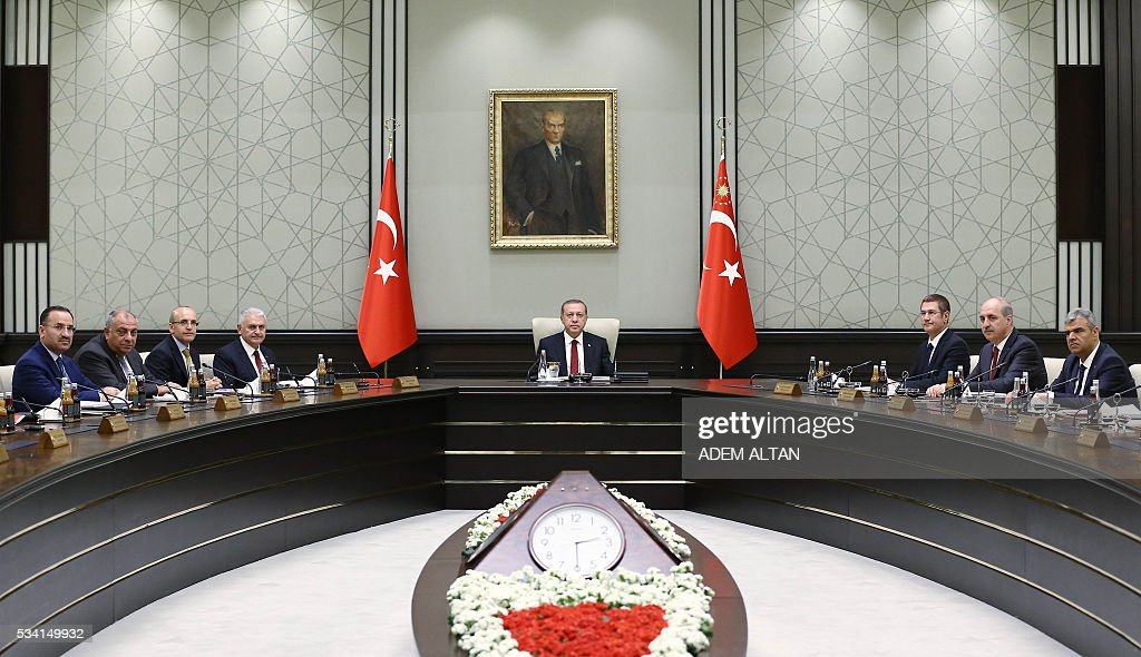 President of Turkey Recep Tayyip Erdogan (C) chairs the meeting of 65th Cabinet of Turkey at Presidential Complex, in Ankara on May 25, 2016. / AFP / ADEM