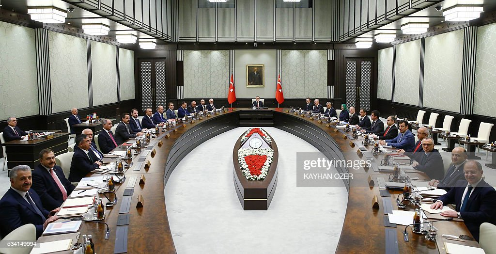 President of Turkey Recep Tayyip Erdogan (C) chairs the meeting of 65th Cabinet of Turkey at Presidential Complex, in Ankara on May 25, 2016. / AFP / KAYHAN