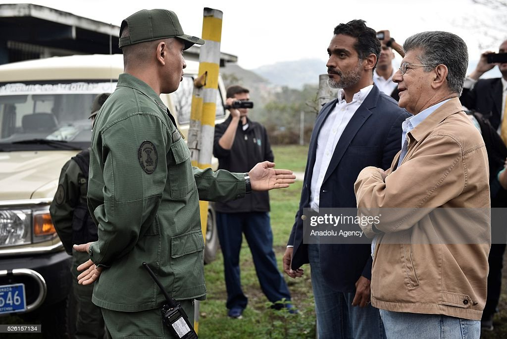 President on National Assembly Henry Ramos Allup (R) talks with a military officer asking permission to visit jailed opposition Leader Leopoldo Lopez on his 45th Birthday in Los Teques, Venezuela on April 29, 2016.