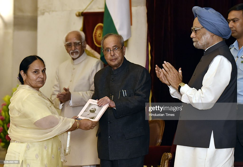 President Pranab Mukherjee recieving first copy of 'Fragrant Recollections' from Dr Gurdeep Kaur Daughter of Zail Singh as Vice President Hamid Ansari and former Prime Minister Manmohanalso looks during the centenary birth anniversary celebrations of former President late Gyani Zail Singh at Rashtrapati Bhavan on May 5, 2016 in New Delhi, India. Gyani Zail Singh was the seventh President of India, serving from 1982 to 1987. Prior to his presidency, he was a politician with the Indian National Congress party, and had held several ministerial posts in the Union Cabinet, including that of Home Minister.