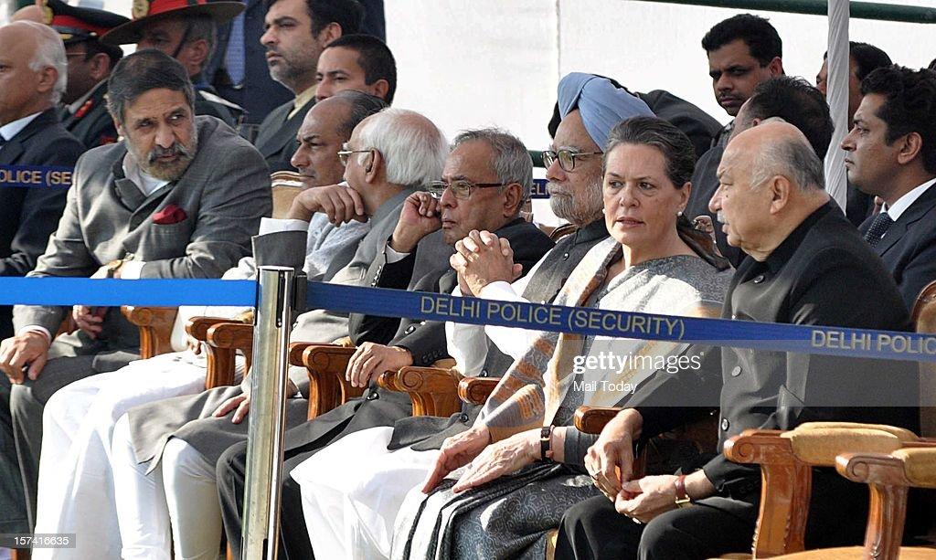 President Pranab Mukherjee, Vice President M Hamid Ansari, Prime Minister Manmohan Singh, Congress President Sonia Gandhi and Home Minister Sushilkumar Shinde during the cremation of former Prime Minister IK Gujral at Smriti Sthal in New Delhi on Saturday.