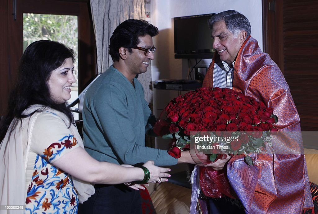 MNS President Raj Thackeray and his wife Sharmila Thackeray presenting shawl to Renowned industrialist Ratan Tata who came to met Thackeray at Shivaji Park resident on March 8, 2013 in Mumbai, India.