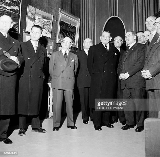 President Rene Coty And Louis Armand Paris 4 février 1956 Dans une salle de la Galerie Charpentier au 76 rue du FaubourgSaintHonoré de gauche à...