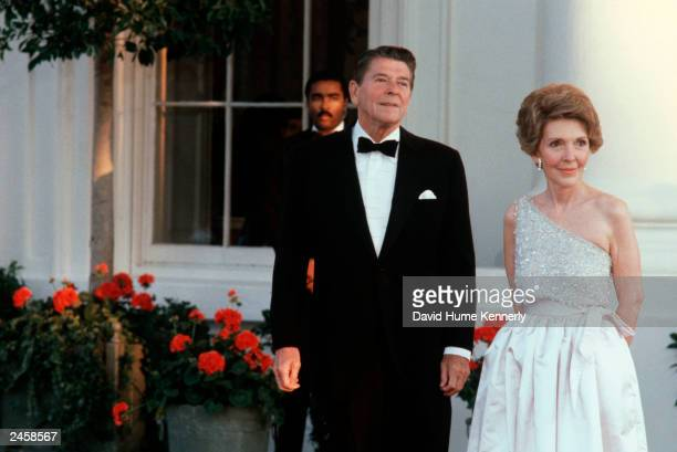 US President Ronald Reagan and wife Nancy wait for the arrival of a HeadofState guest at the North Portico of the White House in Washington DC in...