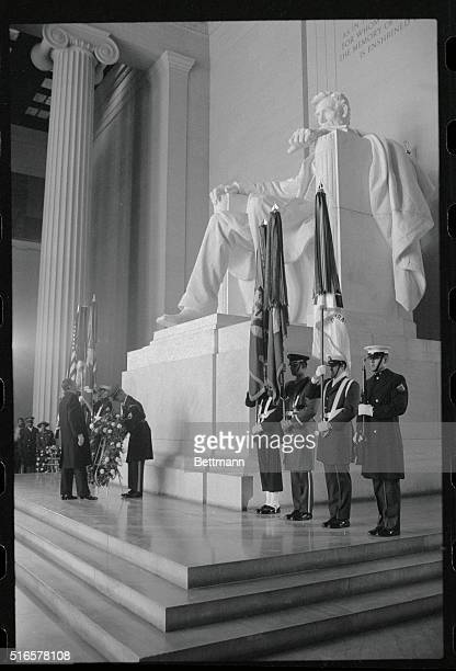 President Ronald Reagan lays a wreath at the Lincoln Memorial 2/12 in honor of Lincoln's birthday