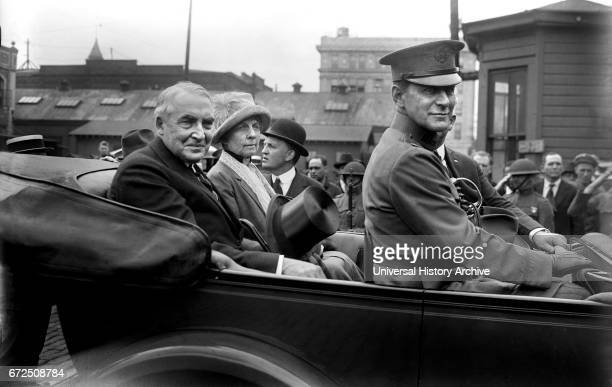 US President Warren G Harding and First Lady Florence Kling Harding Portrait in Backseat of Car enroute to Military Funeral Washington DC USA Bain...