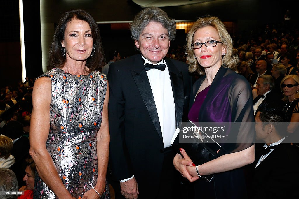 Presidente of the Committee of honor of the Gala Valerie Breton with her husband <a gi-track='captionPersonalityLinkClicked' href=/galleries/search?phrase=Thierry+Breton&family=editorial&specificpeople=536439 ng-click='$event.stopPropagation()'>Thierry Breton</a> and SuzanTolson attend the AROP Charity Gala with play of 'La Traviata'. Held at Opera Bastille on June 5, 2014 in Paris, France.