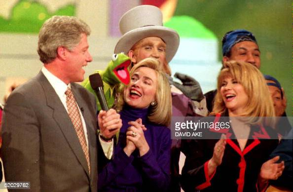S Presidentelect Bill Clinton sings with his wife Hillary actress Markie Post and Kermit the Frog 19 January 1993 at the Kennedy Center The Clintons...