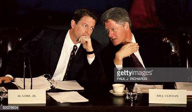 S Presidentelect Bill Clinton speaks with Vice Presidentelect Al Gore during the opening session of a twoday economic conference at Arlkansas 14...