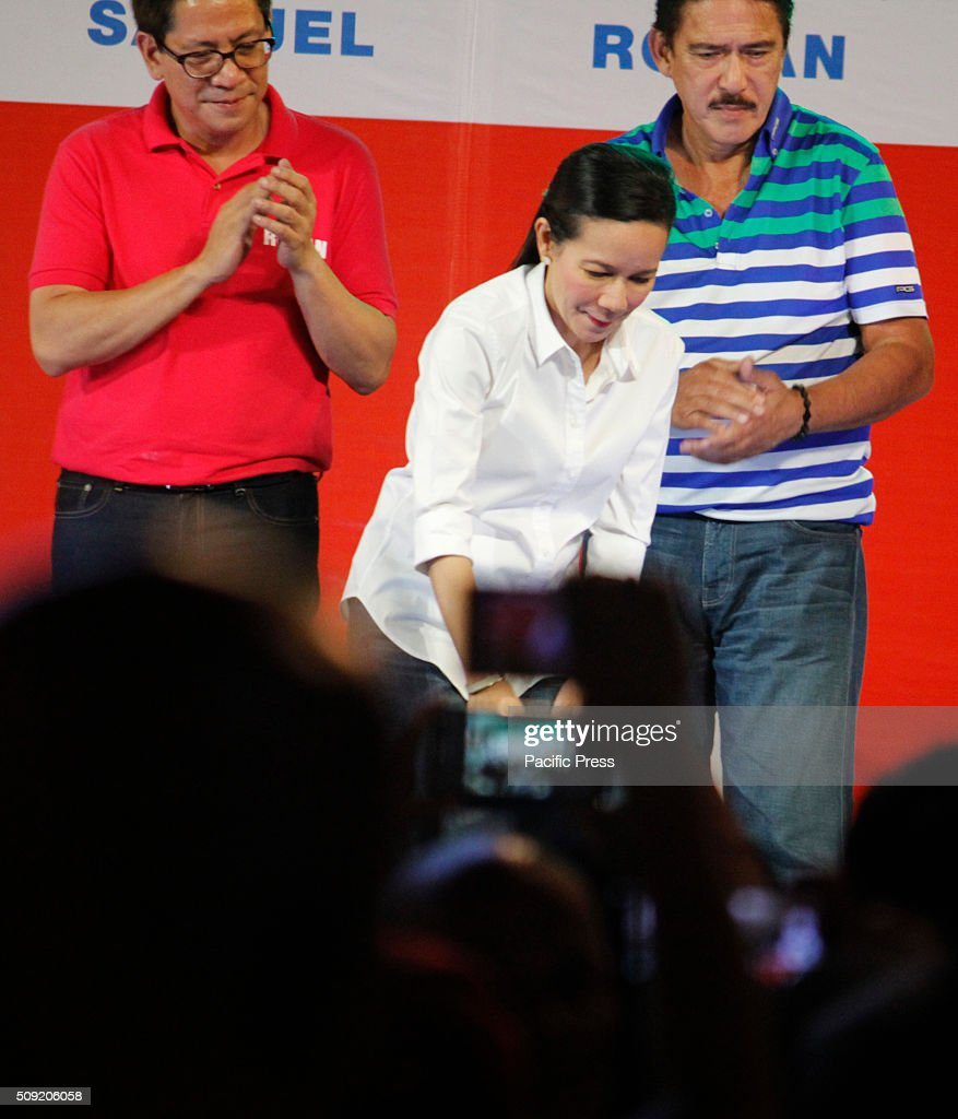 Presidential aspirant Senator Grace Poe looks at her supporters during their election campaign at Plaza Miranda in Manila. Senator Poe maintained her lead in the presidential race despite issues on citizenship. On the latest survey by Laylo, Poe got 29% followed by Vice President Jejomar Binay and former Interior and Local Government Secretary Mar Roxas which tied in the second place with 22%. The survey came as the campaign period officially starts today.