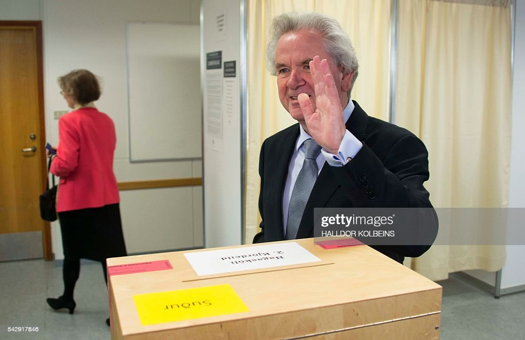 Presidential candidate David Oddsson waves after casting his ballot at a polling station in Reykjavik, on June 25, 2016. Iceland began voting in a presidential election, two months after the Panama Papers scandal tainted part of the political elite, with newcomer Gudni Johannesson seen clinching an easy victory. / AFP / HALLDOR