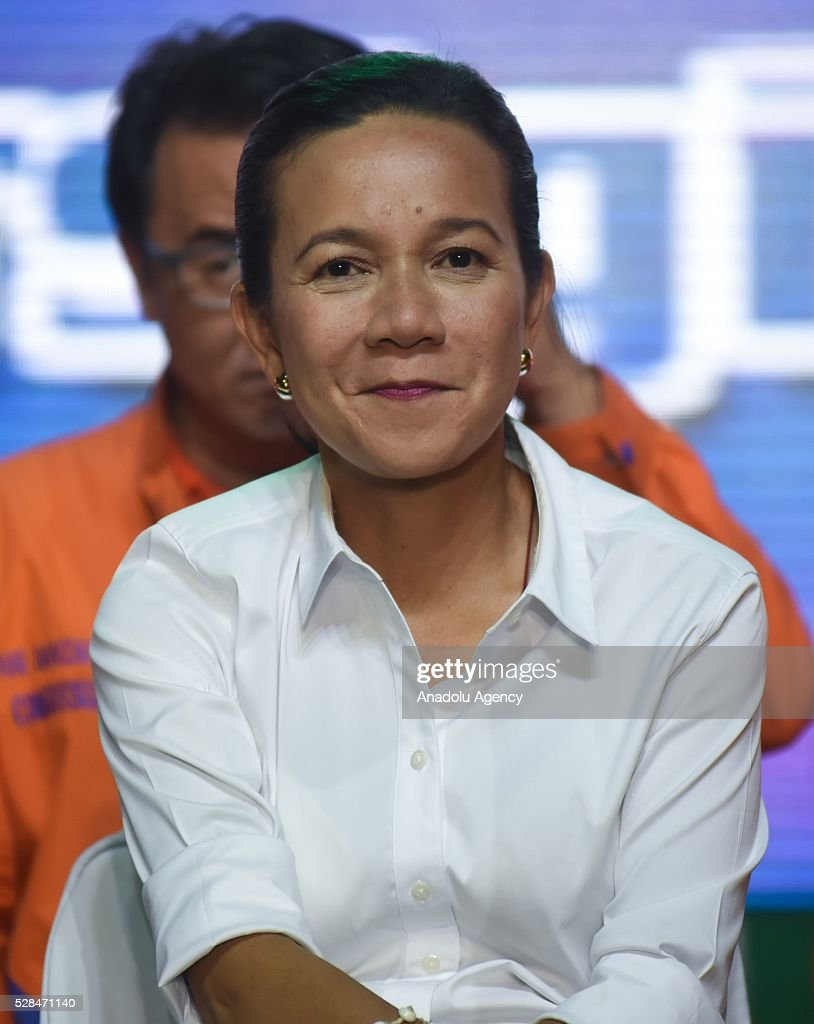 Presidential candidate Grace Poe attends the meeting de avance of his godfather and former Philippine President Joseph Estrada in Tondo district, Manila on 05 May 2016.