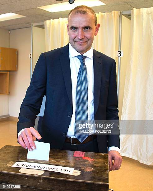 Presidential candidate Gudni Johannesson casts his ballot at a polling station in Reykjavik on June 25 2016 Iceland began voting in a presidential...
