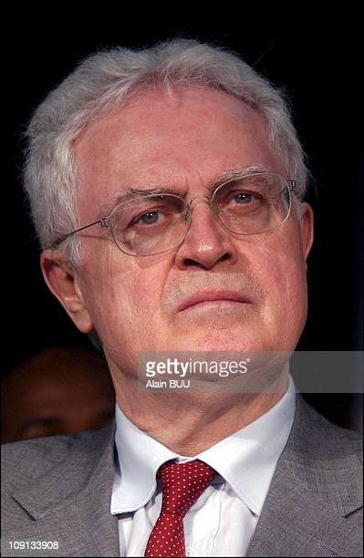 Presidential Candidate Lionel Jospin And His Wife Sylviane Agacinski Campaign In The French Lsland Of Guadeloupe On March 30Th 2002 In PointeAPitre...